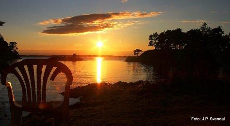 November solen på vei ned i Ervikanen. FOTO: Jan Petter Svendal