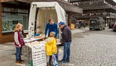 Fiskeren fra Island som skal starte butikk på Elvebakken til høsten var der, og solgte godt.