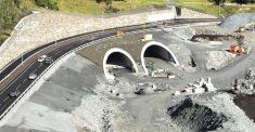 Svegatjørn - gjennom disse to portalene i Skogafjellstunnelen skal trafikk til og fra Bergen kjøre inn og ut