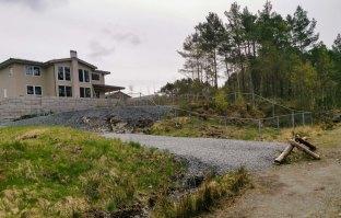 Stikkvei ned fra boligfeltet Gåsakilen. FOTO: Jan Petter Svendal